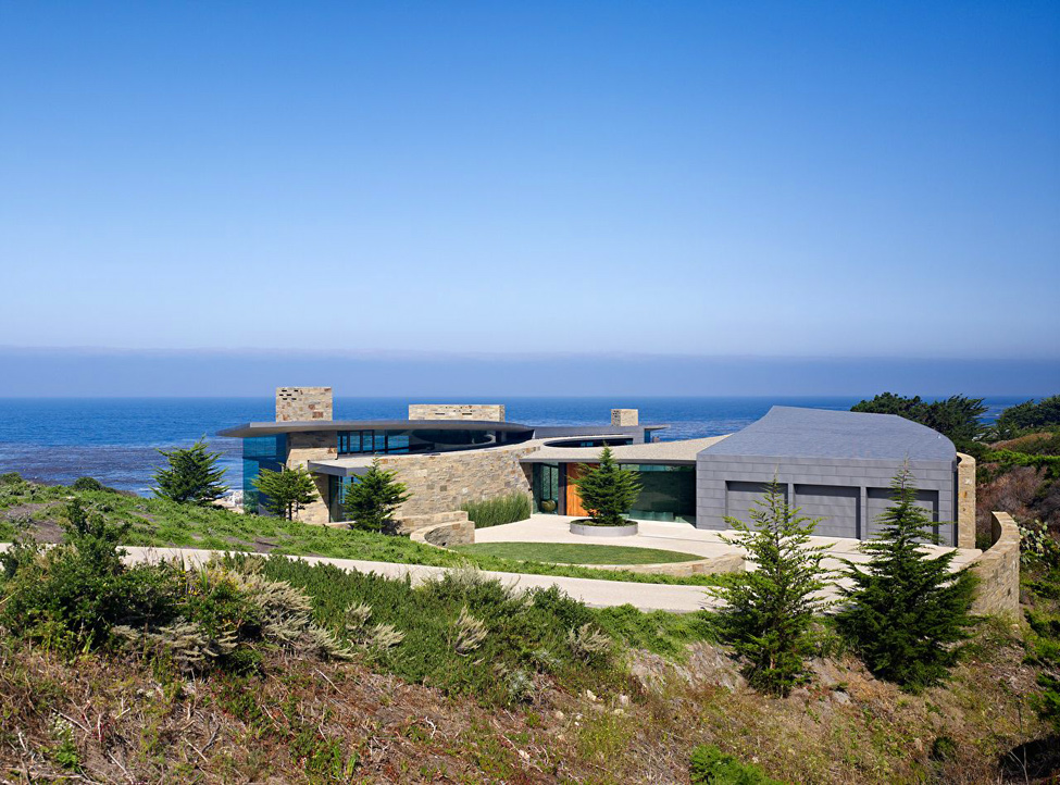 House in Carrara near the sea
